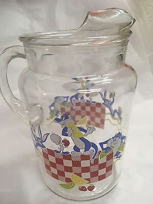 Warner Brothers Looney Tunes Large Glass Pitcher Picnic Scene 1993 Bugs Tweety