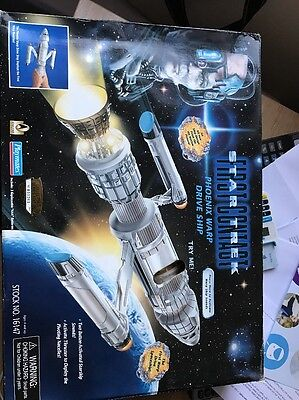 Star Trek First Contact : Phoenix Warp Drive Ship Made By Playmates In 1996