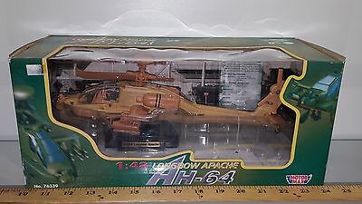 1/48 Motormax Military Longbow Apache Ah-64 Helicopter Camouflage Brown & Stand