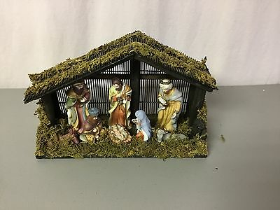 New Wooden Nativity Scene With Figurines #536Z