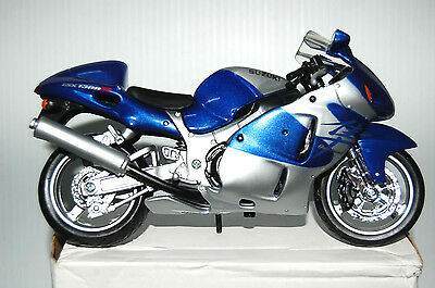 SUZUKI GSX 1300R HAYABUSA  1/12th  MAISTO  MODEL  MOTORCYCLE