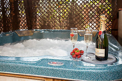 5* Romantic Luxurious Holiday Cottage, Private Hot Tub, Fishing, Sleeps 4
