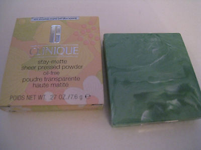 Clinique Stay Matte Sheer Pressed Powder - Tono: 101 Invisible matte