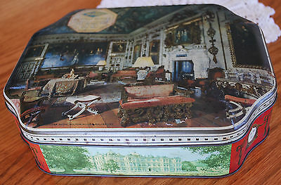 BISCUIT TIN Carr & Co by appointment to her Magesty the Queen - Stately Homes