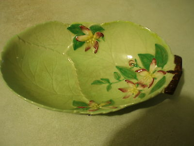 1930s CARLTONWARE BOWL IN THE EMBOSSED APPLE BLOSSOM PATTERN