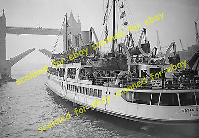"Photo - ""Royal Daffodil"" leaving Tower Pier for maiden trip to Ostend, 1939"