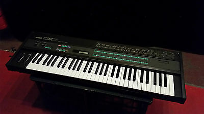 Yamaha DX7 Vintage Classic FM Frequency Modulation Synthesiser Good Condition