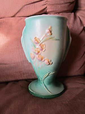 """Roseville Pottery Green Ixia 7"""" Vase, #854 w/Impressed Lettering, NICE!"""