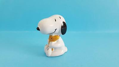 WADE SNOOPY HAPPY HOLIDAYS HUGGING WOODSTOCK, 2000 HARD TO FIND *Mint*
