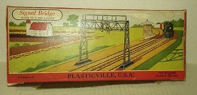 vtg UNUSED Plasticville SIGNAL BRIDGE w/ Box - O & S Gauge / Scale