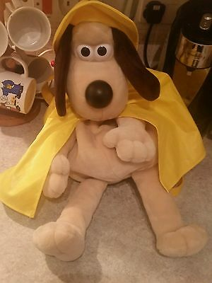 Wallace And Gromit Large Gromit Rucksack Backpack In Raincoat