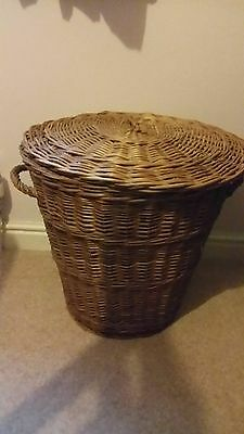 LARGE WICKER STORAGE BASKET WITH LID - Collection only!