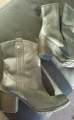 Hush Puppies size 7 Black Leather Ankle Boots