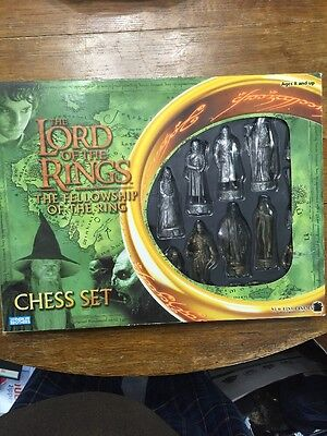 Lord of the Rings LOTR The Fellowship of the Ring Chess Set Game 40868 USED