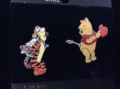 Disneyland Tigger and Winnie the Pooh LE pin,Valentine's Day 2001 LE - 2 pin set