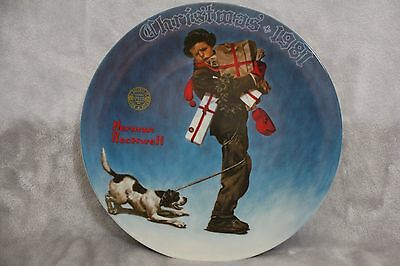 Norman Rockwell CHRISTMAS 1981 KNOWLES Wrapped Up In  Commemorative PLATE