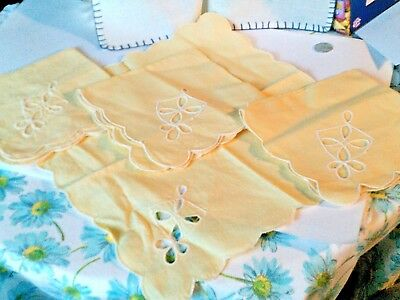 Lot 4 napkins yellow design stitch corner