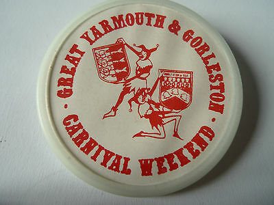 "GREAT YARMOUTH & GORLESTON Vintage Carnival Weekend Badge 2"" Pin Button"
