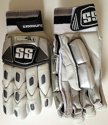 SS Ton Gladiator Cricket (PLAYERS) Batting Gloves: As worn by the pros
