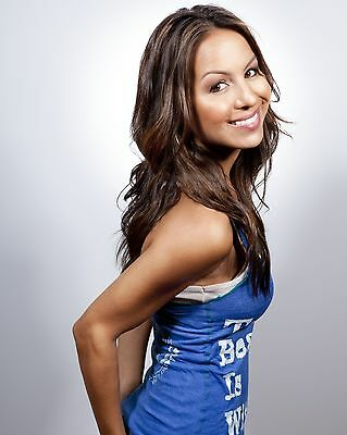 Anjelah Johnson Glossy 8x10 Photo 2