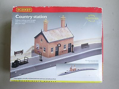 Hornby unused R8000 country station for model train set HO OO + EXTRA platforms!