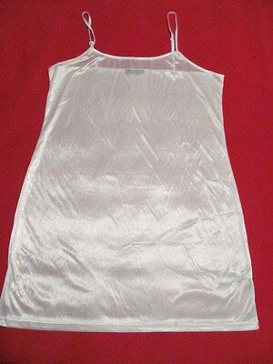 VENUS - Polyester STRAIGHT- LINE Full Slip - 26 inches Long – Medium ???