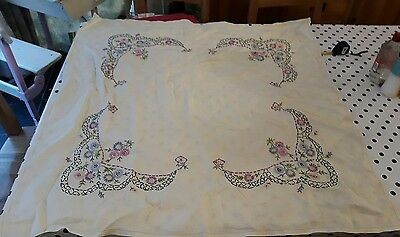 VINTAGE HAND EMBROIDERED LILAC DAISIES  LINEN TABLE CENTRE / TRAY CLOTH 100cm