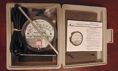 DWYER INSTRUMENTS MAGNEHELIC PRESSURE GAUGE *NEW from old stock*