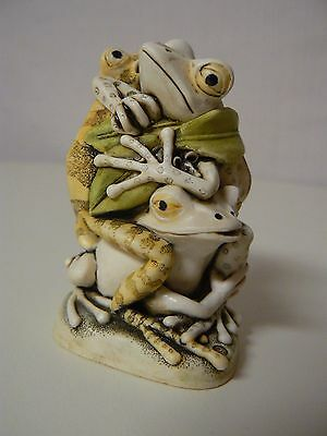 Harmony Kingdom MENAGE A TROIS Tree Frogs Love TJFR3 Treasure Jest NEW Retired