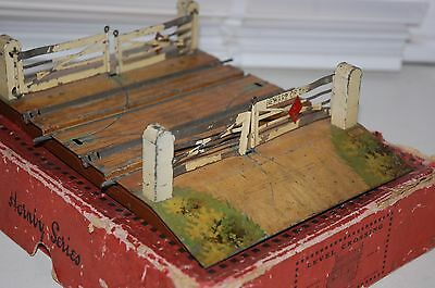 HORNBY SERIES O GAUGE  LEVEL CROSSING No 2 BOXED PRE WAR