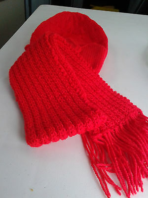 Childrens Hat Scarf & Mitten Set Red 5 to 7 years