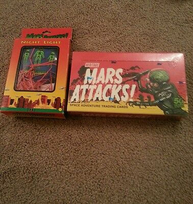 2012 Topps Heritage Mars Attacks sealed box*bonus mars attacks nightlight