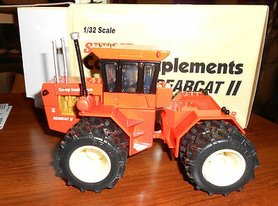 Steiger Co-Op Implements Bearcat Ii Tractor 1974 Diecast Scale 1/32 New