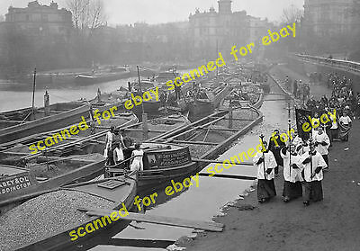 Photo - Easter service for canal narrowboat families, Paddington, 27 March 1932
