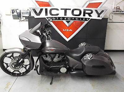 2015 Victory Cross Country  2015 Victory Custom Cross Country