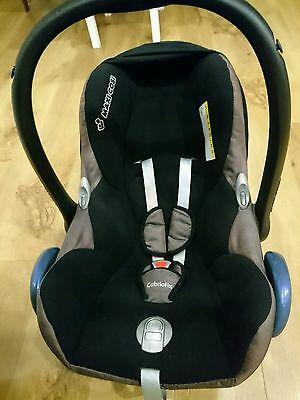 maxi cosi cabriofix 0+ car seat and cover. used. collection only.
