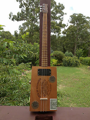 Cigar Box Guitar 3 string, fretted, with a HUM BUCKER handcrafted by Jandyb
