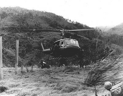 """Huey Helicopter dropping off troops 8""""x 10"""" Vietnam War Photo 218"""