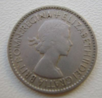 Elizabeth Ii 1953 Sixpence Coin In Good Grade (368)