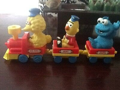 Retro SESAME STREET Wind up TRAIN with BIG BIRD BURT & THE COOKIE MONSTER ILLCO