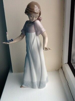 Nao By Lladro Girl With Candle 575 Spain 1991. Damaged.