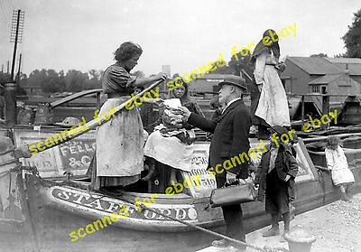 Photo - Canal narrowboat family with census return official, June 1921