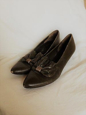 Vintage K Shoes Green Leather Victorian Style Bow Heel Metal detail