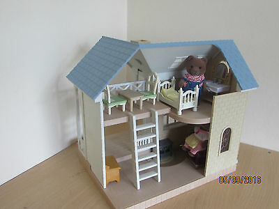 SYLVANIAN FAMILIES BLUEBELL COTTAGE. FURNISHED FIGURES accesories