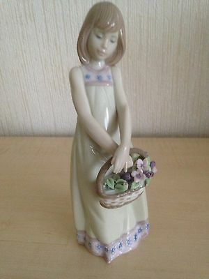 Lovely Lladro With Basket Of Flowers