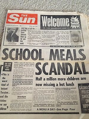 The Sun 3rd May 1971. James Hanratty Vivien Neves Arsenal Liverpool Wives