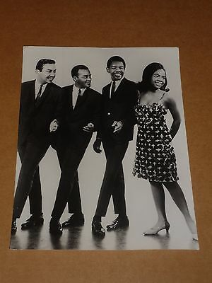 Gladys Knight & Pips 10 x 7 1965 Agency Publicity Photo