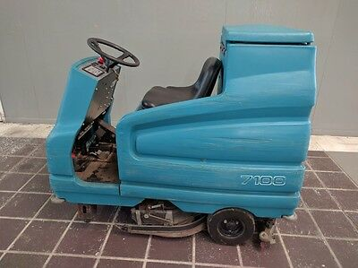 """Tennant Ride On Floor Scrubber 28"""" Model M7100 w/ 36V Charger"""