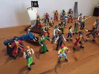 Pirate figures, plastic, 25 with raft and accessories.