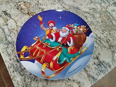 Christmas McDonald's Dinner Plate Santa Holiday plate 1997....Mint condition